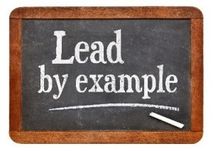 Lead-By-Example-liitutaulussa-300x213